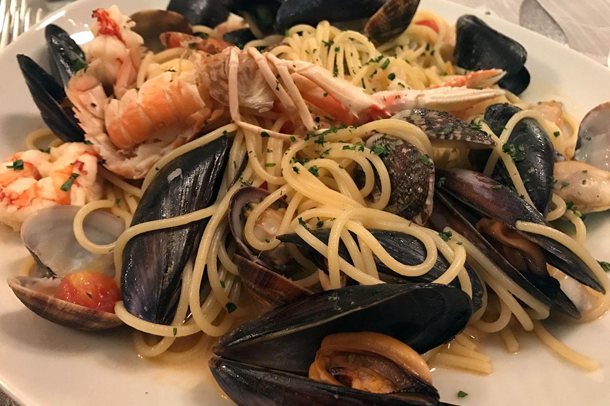Restaurant Skipper - More Than Travel