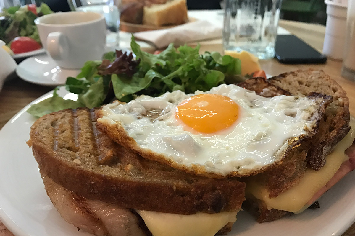 Mic dejun in Bucuresti - More than travel